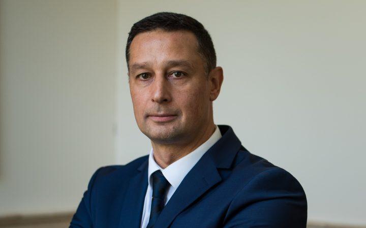Лидерът е емпатичен, но и безкомпромисен, когато се наложи. – интервю с проф. д-р Евгени Станимиров